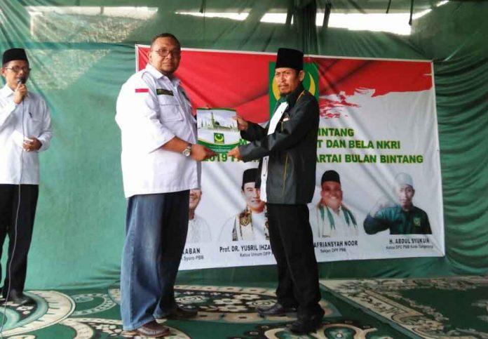 Penyerahan Sk Baru Sekjen PBB, Ir.Arfiansyah Noor kepada ketua DPC PBB Kota Tangerang H.Abdul Syukur